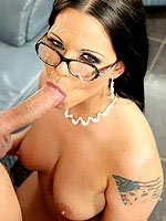 Simony Diamond huge meat slipping in her hot holes