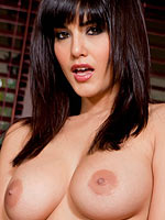Sunny Leone sexily removes her black lingerie