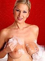 Carol Goldnerova plays with boobs in bath