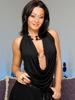 Sandra Romain glamour in revealing black dress