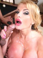 Taylor Wane squeeze dick in her juggies