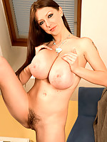 Business hottie takes a break and fucks her slit